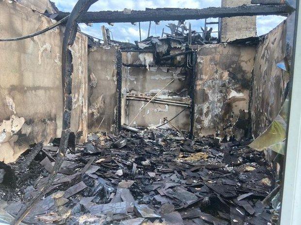 Vừa tắm xong thì hỏa hoạn cháy rụi cả nhà, gia chủ đau xót khi nguyên nhân chỉ từ một hành động tưởng như rất bình thường - Ảnh 1.