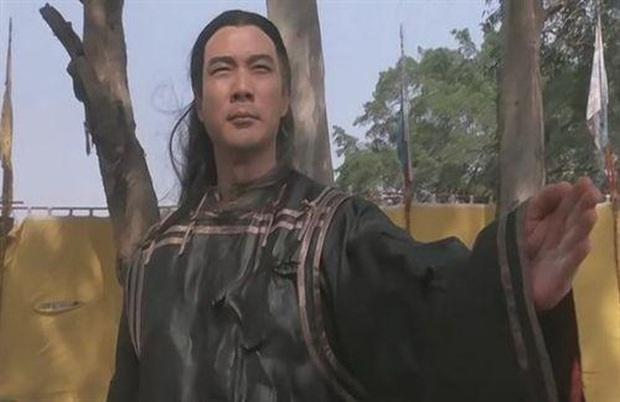 Tài tử Thiên Long Bát Bộ 3 đời vợ, bị chê cười vì cặp kè hot girl nóng bỏng kém 45 tuổi giờ sống ra sao? - Ảnh 3.