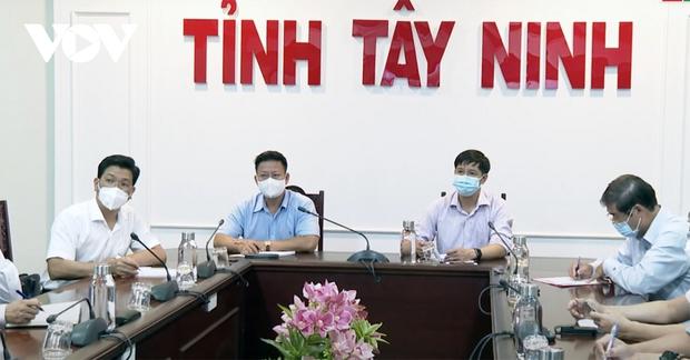Tây Ninh họp khẩn vì có 3 bệnh nhân nghi mắc Covid-19 trong cộng đồng - Ảnh 2.