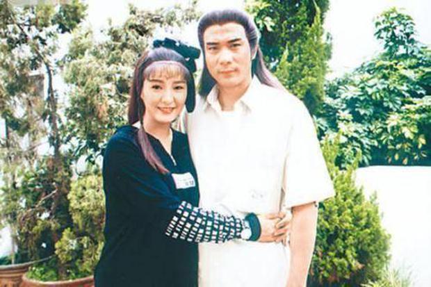 Tài tử Thiên Long Bát Bộ 3 đời vợ, bị chê cười vì cặp kè hot girl nóng bỏng kém 45 tuổi giờ sống ra sao? - Ảnh 6.