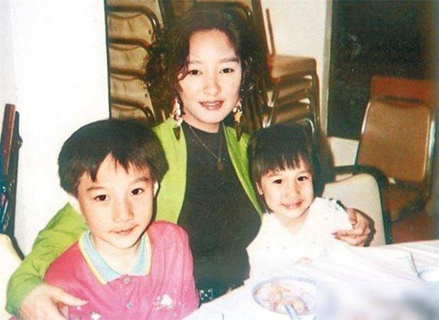 Tài tử Thiên Long Bát Bộ 3 đời vợ, bị chê cười vì cặp kè hot girl nóng bỏng kém 45 tuổi giờ sống ra sao? - Ảnh 8.