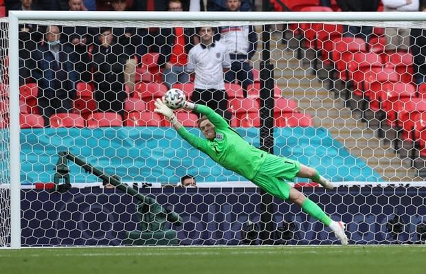 Sterling tiếp tục trở thành người hùng giúp tuyển Anh đánh bại CH Séc tại Euro 2020 - Ảnh 7.