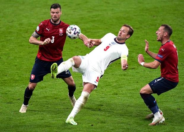 Sterling tiếp tục trở thành người hùng giúp tuyển Anh đánh bại CH Séc tại Euro 2020 - Ảnh 9.