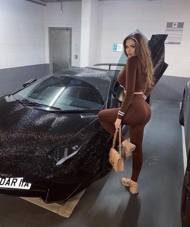 Lamborghini Aventador đính 2 triệu viên pha lê của nữ người mẫu 28 tuổi tái xuất trên đường phố - Ảnh 9.