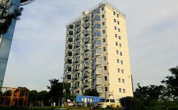Video: Toà chung cư 10 tầng tại Trung Quốc được xây dựng trong gần 1 ngày - Ảnh 2.