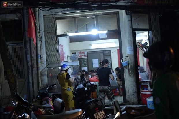 Hà Nội: Nhiều quán nhốt khách cố bán tiếp sau quy định đóng cửa trước 21h - Ảnh 7.