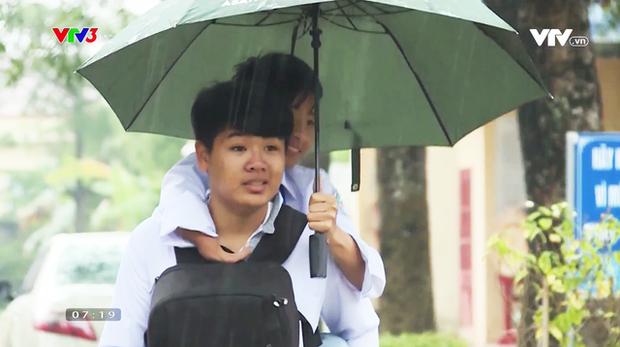 Đài truyền hình Hàn Quốc đưa tin về đôi bạn 10 năm cõng nhau đi học, nhanh chóng lọt topic hot xứ Hàn - Ảnh 2.