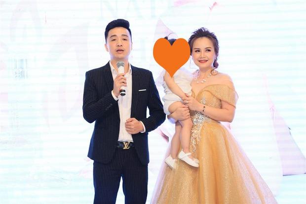 Người chồng đánh cô Xuyến đến chảy máu hoá ra là CEO, từng xuất hiện với vai trò diễn giả và là fan ruột của Hoàng Yến - Ảnh 6.