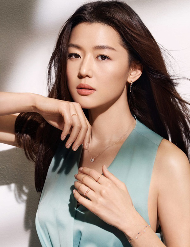 Mợ chảnh Jeon Ji Hyun từng bị nhầm là người Trung Quốc do họ lạ, câu trả lời cực gắt hé lộ luôn dòng dõi Hoàng gia - Ảnh 2.