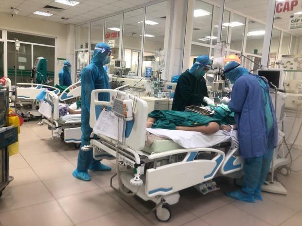 Bộ Y tế công bố thêm 2 bệnh nhân Covid-19 cao tuổi tử vong, có bệnh lý nền nặng - Ảnh 1.