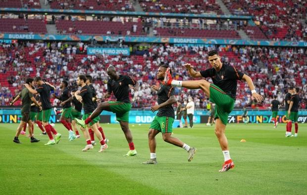 Ronaldo lập cú đúp, Bồ Đào Nha vượt qua những phút giây sợ hãi trước Pháp để tiến vào vòng knock-out - Ảnh 18.