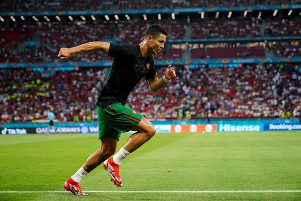 Ronaldo lập cú đúp, Bồ Đào Nha vượt qua những phút giây sợ hãi trước Pháp để tiến vào vòng knock-out - Ảnh 19.