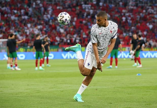 Ronaldo lập cú đúp, Bồ Đào Nha vượt qua những phút giây sợ hãi trước Pháp để tiến vào vòng knock-out - Ảnh 17.