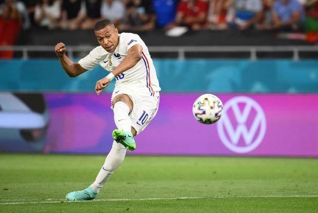 Ronaldo lập cú đúp, Bồ Đào Nha vượt qua những phút giây sợ hãi trước Pháp để tiến vào vòng knock-out - Ảnh 15.