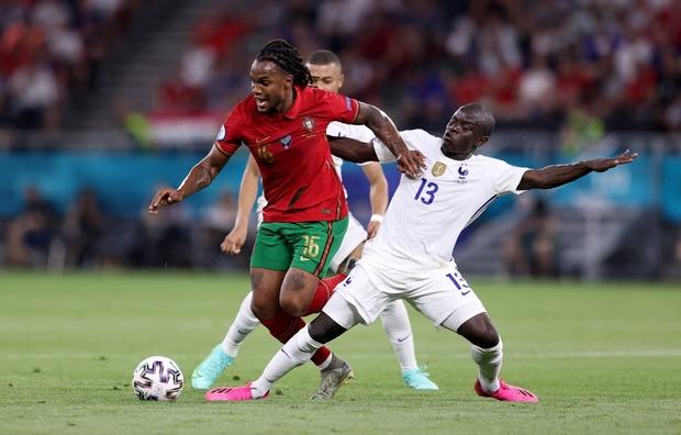 Ronaldo lập cú đúp, Bồ Đào Nha vượt qua những phút giây sợ hãi trước Pháp để tiến vào vòng knock-out - Ảnh 14.