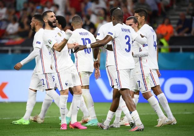 Ronaldo lập cú đúp, Bồ Đào Nha vượt qua những phút giây sợ hãi trước Pháp để tiến vào vòng knock-out - Ảnh 9.
