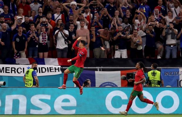 Ronaldo lập cú đúp, Bồ Đào Nha vượt qua những phút giây sợ hãi trước Pháp để tiến vào vòng knock-out - Ảnh 5.