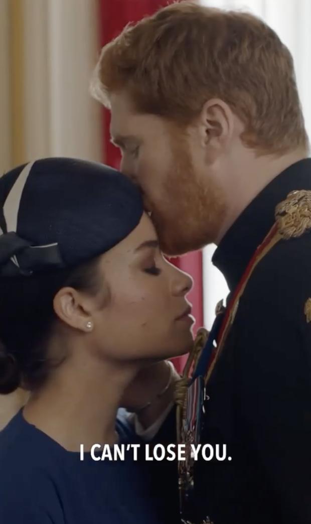 Vợ chồng hoàng tử Harry - Meghan tái hiện triệt để hành trình chạy trốn Hoàng gia trong phim mới, tạo hình giống hệt như 2 giọt nước - Ảnh 6.