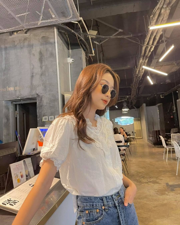 """Jisoo xinh xắn với áo blouse 1 triệu, có nhiều mẫu na ná giá chỉ vài trăm bạn dư sức """"múc"""" - Ảnh 8."""