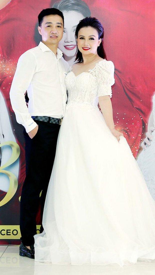 Người chồng đánh cô Xuyến đến chảy máu hoá ra là CEO, từng xuất hiện với vai trò diễn giả và là fan ruột của Hoàng Yến - Ảnh 8.