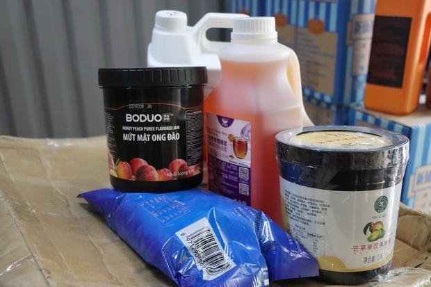 Hà Nội: Kinh hãi hàng tấn nguyên liệu trà sữa ẩm mốc, không xuất xứ được phát hiện - Ảnh 3.