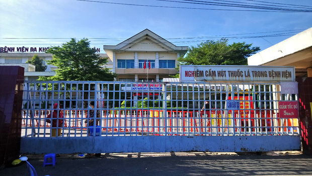 Phát hiện ca nghi mắc Covid-19 là nhân viên y tế, Bình Thuận phong tỏa 2 địa điểm - Ảnh 1.