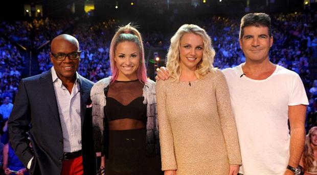 Britney Spears từng viral với loạt biểu cảm nhăn nhó nhưng cực đáng yêu khi ngồi ghế nóng X-Factor - Ảnh 1.