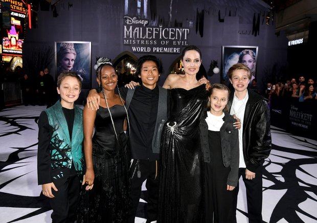 """Angelina Jolie bóc trần mặt tối ngành y, tức tưởi kể chuyện đưa con đi phẫu thuật: """"Y tá bảo hãy gọi bác sĩ nếu da cháu chuyển màu hồng"""" - Ảnh 4."""