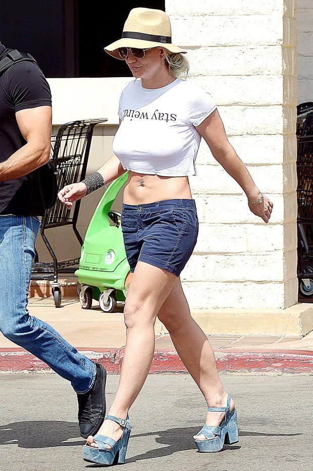 13 năm qua, Britney Spears thường xuyên đeo băng ở cổ tay, đến hôm nay fan mới vỡ lẽ vì sự thật ghê người đằng sau - Ảnh 6.