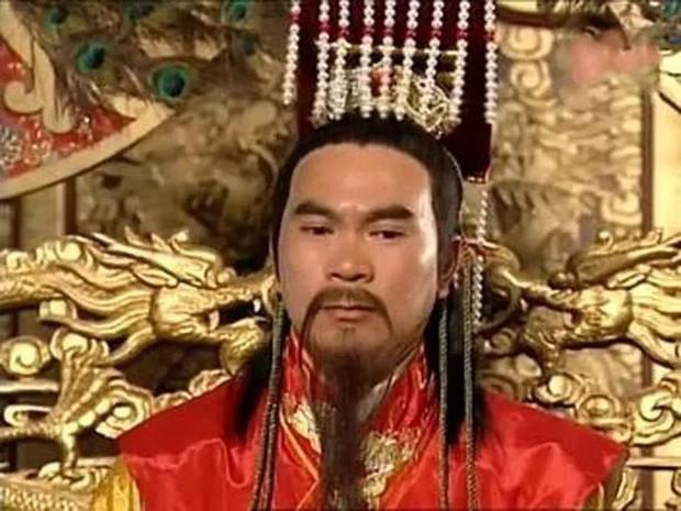 Cặp đôi ông cháu sốc nhất hôm nay: Hoàng đế TVB 70 tuổi kết hôn mỹ nhân kém 40 tuổi, tặng vợ 7 căn nhà cùng vô số tài sản - Ảnh 5.
