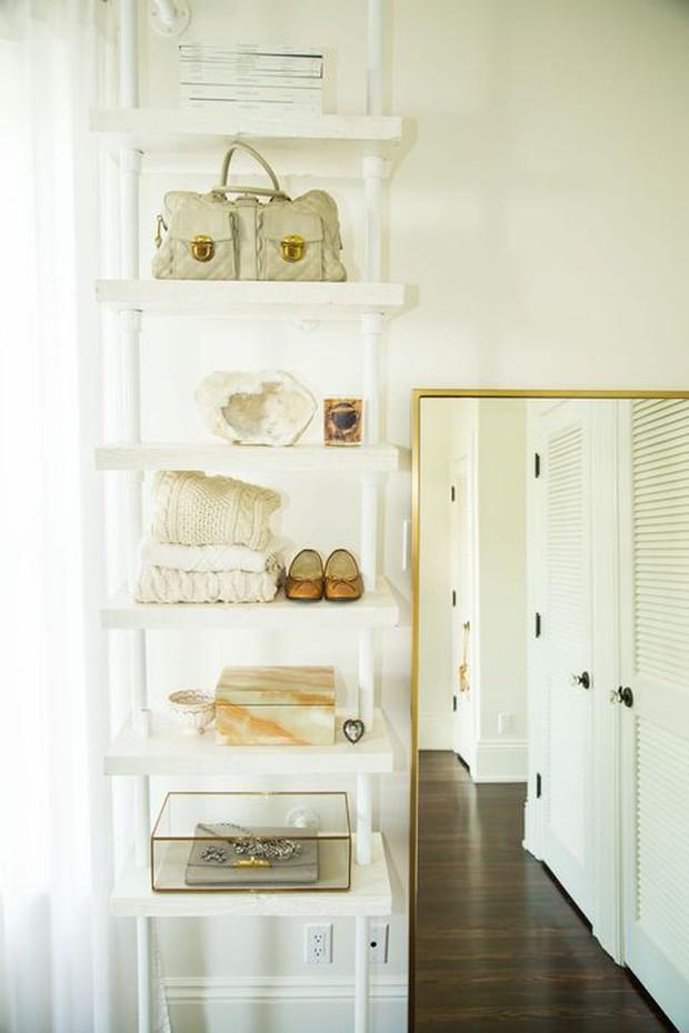 Tủ quần áo sẽ bớt ngộp thở nếu bạn biết 8 mẹo lưu trữ thông minh này - Ảnh 6.