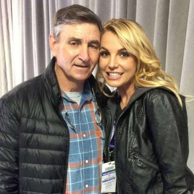 Vì sao superstar Britney Spears bị chê xuống sắc luộm thuộm: Cả năm không được massage làm tóc làm nail, chẳng bằng bà giúp việc 1 tuần 1 bộ móng mới - Ảnh 1.