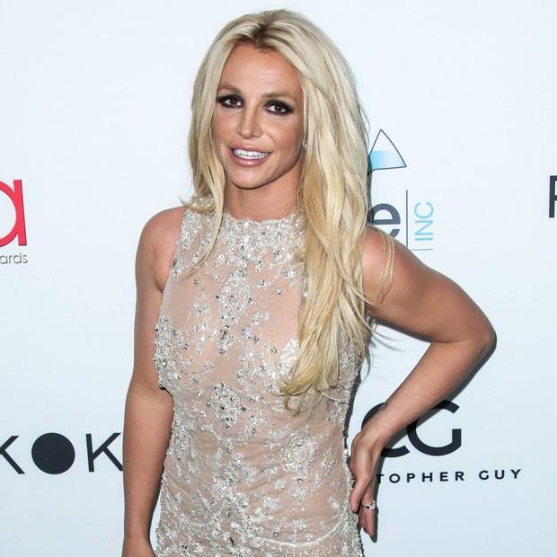 Vì sao superstar Britney Spears bị chê xuống sắc luộm thuộm: Cả năm không được massage làm tóc làm nail, chẳng bằng bà giúp việc 1 tuần 1 bộ móng mới - Ảnh 6.