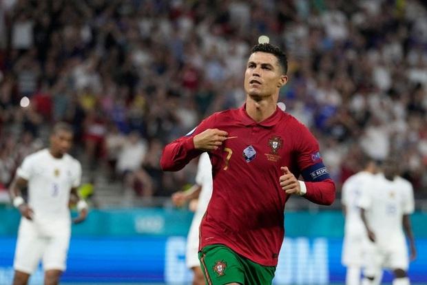 Ronaldo bị chấm số điểm cực thấp bất chấp tỏa sáng với cú đúp vào lưới tuyển Pháp - Ảnh 1.