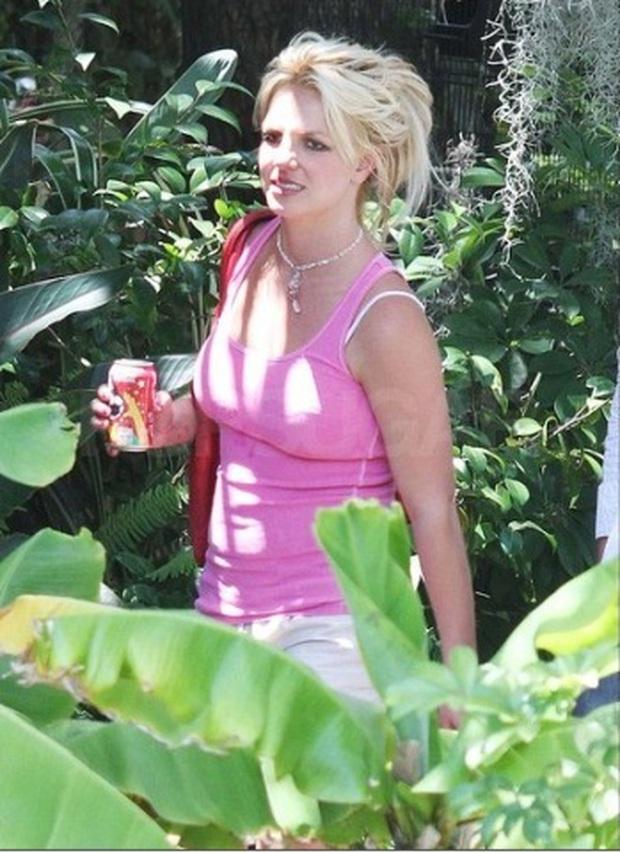 Vì sao superstar Britney Spears bị chê xuống sắc luộm thuộm: Cả năm không được massage làm tóc làm nail, chẳng bằng bà giúp việc 1 tuần 1 bộ móng mới - Ảnh 4.