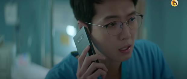Preview Hospital Playlist 2 tập 3: Bác sĩ Song Hwa chính thức tỏ tình ai đó, cặp đôi Mùa Đông sắp bị phát hiện? - Ảnh 2.