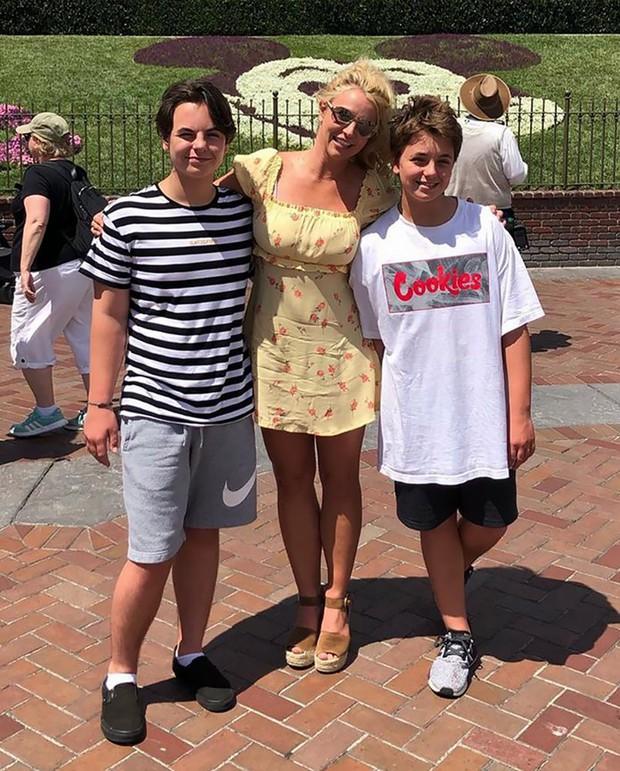 13 năm địa ngục của Britney Spears: Gia đình cầm tù, cưỡng bức lao động đến sang chấn tâm lý nhưng kinh khủng nhất là bị tước quyền làm mẹ! - Ảnh 8.