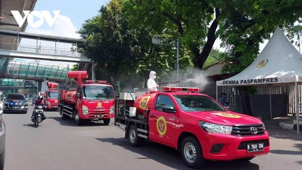 Số ca mắc mới Covid-19 ở Indonesia tăng kỷ lục, cao nhất trên thế giới - Ảnh 2.