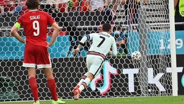 Tại sao Ronaldo toàn mặc áo dài tay thi đấu trong khi đồng đội mặc áo ngắn tay? - Ảnh 3.