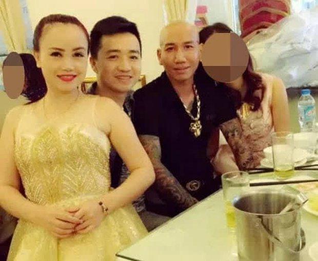 Chồng cũ của diễn viên Hoàng Yến bị đào lại loạt ảnh giao lưu với giang hồ mạng Phú Lê, vợ chồng Đường Nhuệ - Ảnh 3.