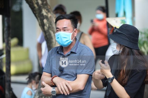 Phỏng vấn nhanh bố cầu thủ Tiến Linh: Xưa có dắt 1-2 cô về chơi nhưng giờ không thấy đâu, 27 tuổi lấy vợ cũng chưa muộn - Ảnh 3.