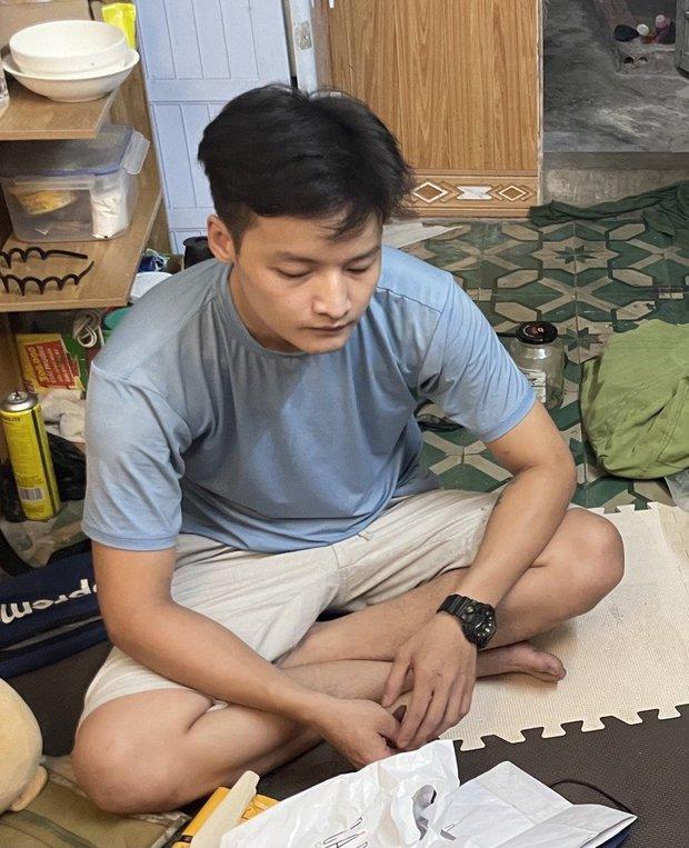 Hà Nội: Nam thanh niên 28 tuổi trồng cần sa tại nhà để sử dụng và bán - Ảnh 1.