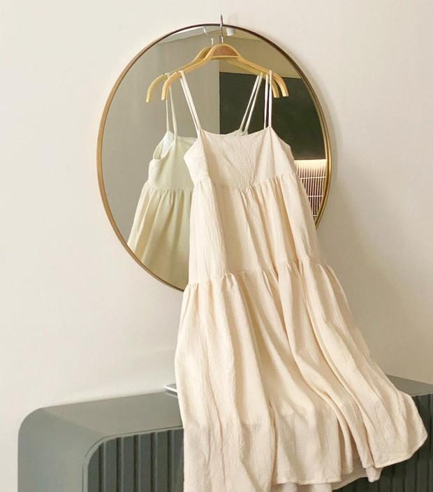 """Hà Hồ - Lệ Quyên """"đại chiến"""" váy Zara siêu dễ mặc, lại đang được sale chị em mua theo ngon ơ - Ảnh 12."""