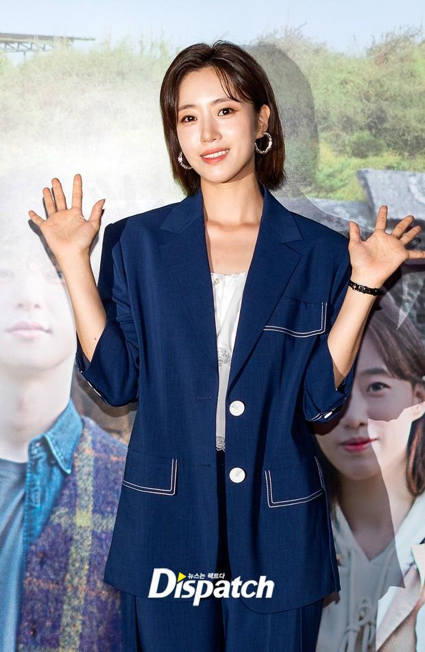 Lâu lắm mới lộ diện, Eunjung (T-ara) gây choáng với gương mặt hack tuổi sởn da gà, đèn flash cũng không dìm nổi nhan sắc - Ảnh 2.