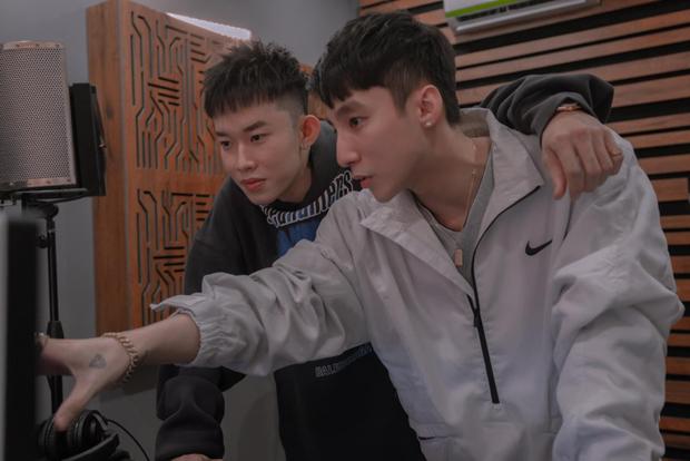 Sơn Tùng chăm bẵm Kay Trần kĩ quá: Đích thân sản xuất từ A đến Z cho MV gà nhà, Onionn cũng ra tay hỗ trợ - Ảnh 2.