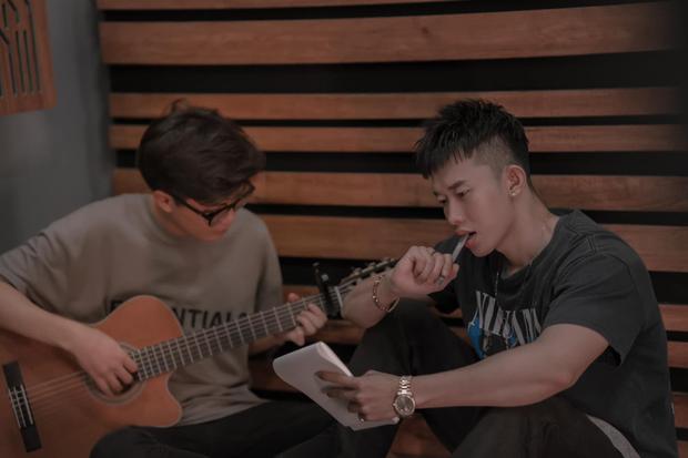 Sơn Tùng chăm bẵm Kay Trần kĩ quá: Đích thân sản xuất từ A đến Z cho MV gà nhà, Onionn cũng ra tay hỗ trợ - Ảnh 3.