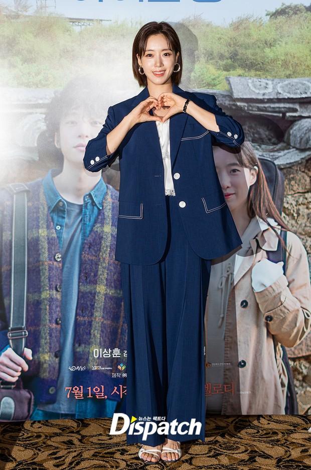 Lâu lắm mới lộ diện, Eunjung (T-ara) gây choáng với gương mặt hack tuổi sởn da gà, đèn flash cũng không dìm nổi nhan sắc - Ảnh 4.