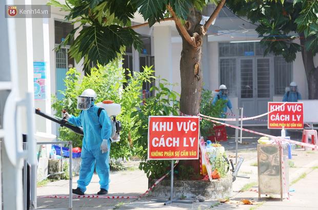 Chuyện chú Tám Sang bỏ tiền túi hàng trăm triệu đồng để cùng biệt đội khử khuẩn đi diệt Covid-19 khắp Sài Gòn - Ảnh 12.