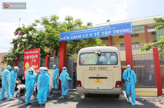 Chuyện chú Tám Sang bỏ tiền túi hàng trăm triệu đồng để cùng biệt đội khử khuẩn đi diệt Covid-19 khắp Sài Gòn - Ảnh 6.