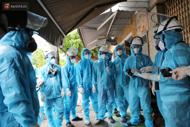Chuyện chú Tám Sang bỏ tiền túi hàng trăm triệu đồng để cùng biệt đội khử khuẩn đi diệt Covid-19 khắp Sài Gòn - Ảnh 8.